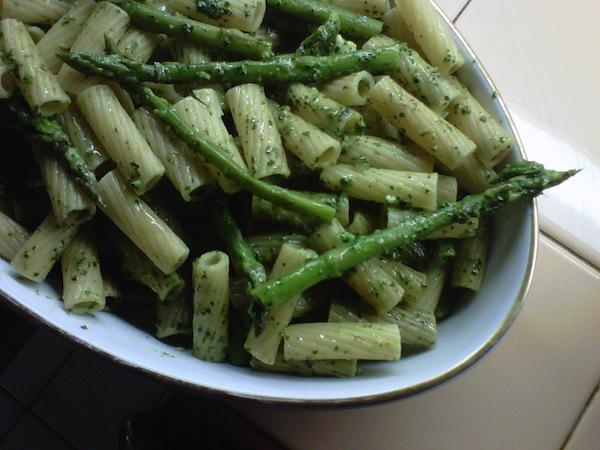 pesto+pasta+with+asparagus+4-171